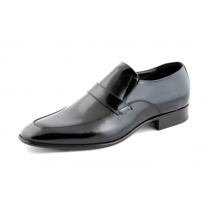 Scopri le ultime collezioni dei migliori brand di scarpe, borse e accessori su bloggeri.tk
